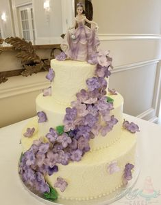 Beautiful hydrangea cascade to match the customer's topper colors. Quinceanera, Hydrangea, Cakes, Colors, Desserts, Beautiful, Tailgate Desserts, Deserts, Cake Makers