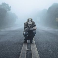men street style, streetwear, men streetwear, snapback, ripped jeans, road, photo on road, men style, men fashion, silent hill, fog, Estrada, Neblina, Boné Snapback, Moda Masculina, Calça Rasgada, Calça Destroyed, Coloral, Macho Moda,