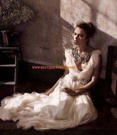 Robe de mariée glamour col V ornée de perles