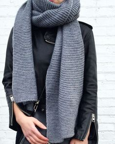 Knitting a scarf: our 10 favorite models Chunky Scarves, Winter Wardrobe, Couture, Everyday Fashion, Passion For Fashion, Autumn Winter Fashion, What To Wear, Style Me, Street Styles
