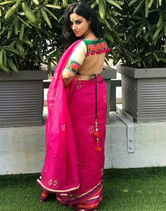 Item Of The Day: Sexy, Multicolored Banno Blouse from NakhreWaali Blouse Back Neck Designs, Bridal Blouse Designs, Saree Blouse Designs, Blouse Styles, Blouse Patterns, Stone Work Blouse, Silk Kurti Designs, Latest Saree Blouse, Stylish Blouse Design