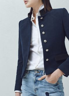 Buttoned cotton jacket Sweet little jacket to dress up jeans Look Blazer, Blazer Jacket, Mein Style, Casual Outfits, Fashion Outfits, Cute Outfits, Jackets For Women, Clothes For Women, Cotton Jacket