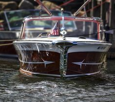 The way a boat should look! Ski Boats, Cool Boats, Classic Wooden Boats, Classic Boat, Wooden Speed Boats, Camper Boat, Boat Projects, Vintage Boats, Wooden Ship