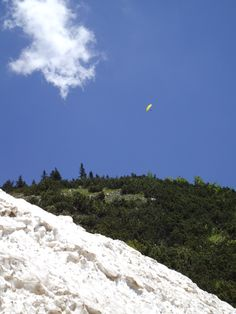 #paraglider sees the #avalanche from his own perspective....photo: @Hannes Wimmer