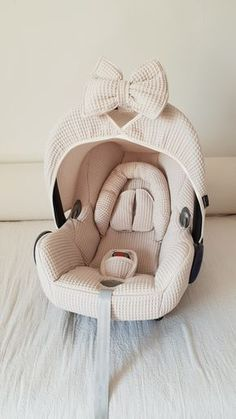 Maxi Cosi Cabrio set - pebble - Want to give your Maxi Cosi Cabrio a new twist? Wazzhappening makes this with a lot of love & passi - Baby Necessities, Baby Essentials, Everything Baby, Baby Needs, Baby Time, Baby Decor, Baby Accessories, Little Babies, Kids And Parenting