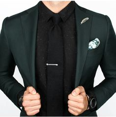The latest men's fashion including the best basics, classics, stylish eveningwear and casual street style looks. Shop men's clothing for every occasion online Sharp Dressed Man, Well Dressed, Mens Fashion Suits, Mens Suits, Men's Fashion, Estilo Cool, Der Gentleman, Mode Costume, Style Masculin