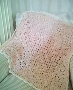 [Easy] Jenni's Favorite Chunky Throw or Blanket [Free Crochet Pattern] Baby Afghan Crochet, Crochet Cushions, Manta Crochet, Crochet Pillow, Crochet Squares, Crochet Blanket Patterns, Crochet Chart, Filet Crochet, Diy Crochet