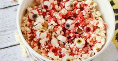 Caramel bloody eyeballs popcorn recipe Halloween Movie Night, Halloween 2020, Halloween Tricks, Popcorn Recipes, Scary Movies, Candy Corn, Trick Or Treat, Acai Bowl, Your Favorite