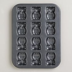 For the baking mom: Nonstick Owl Cakelet Pan