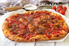 """Rianata pizza origanata trapanese ricetta facile e infallible, testata da me per voi ! Impasto base per pizza morbida realizzato con solo farina di semola.Condita con tantissimo origano, pomodori pelati, acciughe, aglio, pecorino e anche cipolle. Si chiama rianata proprio per la gran quantità di """"rieno"""" cioè origano Empanadas, My Favorite Food, Favorite Recipes, Calzone, Antipasto, Mediterranean Recipes, Plant Based Recipes, Soul Food, Vegetable Pizza"""