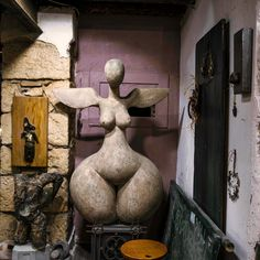This sculpture is the first thing you see as you enter my workshop, in fact you can even see it from the street. It was made by Thodoris, the man who rented the space before me. See It, Workshop, Facts, Sculpture, Canning, Street, Space, Instagram, Home Decor