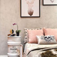 Quarto Feminino em Rosa e Cinza com Tonel Chanel de Tetriz Arquitetura e Interiores - 156461 no Viva Decora