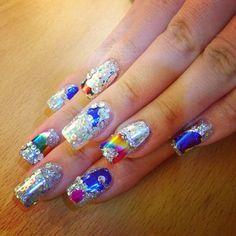 Minzy's futuristic nails!