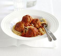 Pork meatballs in red pepper sauce: You can't beat a comforting bowl of spaghetti and meatballs, and this version is superhealthy too Spaghetti And Meatballs, Turkey Meatballs, Bbc Good Food Recipes, Dinner Recipes, Pork Recipes, Cooking Recipes, Quick Recipes, Recipies, Healthy Recipes