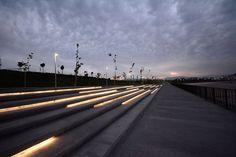 La nueva iluminación integrada al Parque Fluvial Renato Poblete