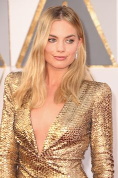 Margot Robbie in a stunning gold dress with brushed out wavy hair, bronzed skin, and natural makeup   Best Beauty from the 2016 #Oscars Red Carpet @stylecaster