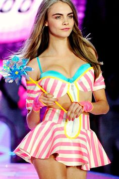 Cara-Delevingne-Victoria-Secret-model-show
