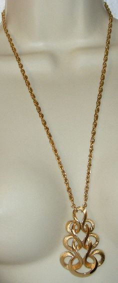 Vintage TRIFARI Goldtone swirl Articulated Pendant NECKLACE on chain signed