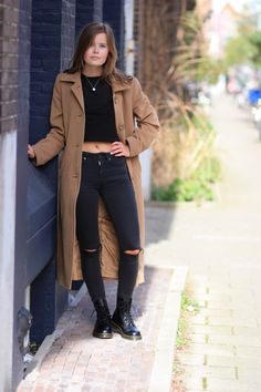 Dr. Martens shop je bij Invito! Britt knows how to wear them! #drmartens #docs #boots #inspiration #style #outfit
