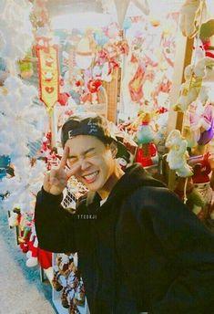 Jimin - I'm developing a thing for Asian men in hoodies too. I think it's the sexy casual thing. Namjoon, Taehyung, Busan, Bts Jimin, Bts Bangtan Boy, Jimin Cute Selca, Yoongi Bts, Mochi, Jikook