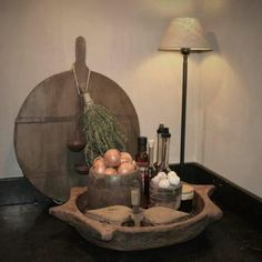 Wat een mooie sfeer op het aanrecht Kitchen Rules, Kitchen Decor, French Country Farmhouse, Deco Floral, Candle Lanterns, Wabi Sabi, Kitchen Styling, Beautiful Interiors, Decoration