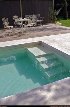 Riva Lofts, Florence, Italie by Claudio Nardi architects / outdoor space / pool - Piscina Pool Steps Inground, Swimming Pool Steps, Swiming Pool, Swimming Pool Designs, Swimming Pool Architecture, Container Pool, Small Pool Design, Indoor Pools, Modern Pools