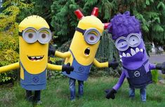Trio of Minions from Despicable Me - Halloween Costume Contest Despicable Me Halloween Costume, Carnaval Costume, Minion Halloween Costumes, Homemade Minion Costumes, Couples Halloween, Fete Halloween, Halloween Costume Contest, Halloween Kids, Minions Eva