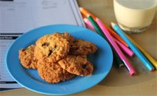 Rice Bubble and Sultana Biscuits Recipe - Lunch box
