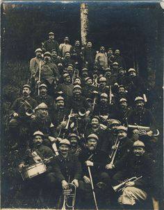 WW1, 18 August 1916. French chasseurs from the band of the 2nd bataillon territorial de chausseurs alpins ( Mountain Infantry). One man wears an Adrian helmet with a hunting horn, all the othes still have the helmets from the first distributions.