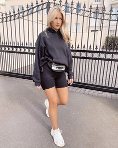 Image shared by 𝓛𝓮𝔁𝓲 ♣. Find images and videos about girl, fashion and style on We Heart It - the app to get lost in what you love. Spring Outfits, Trendy Outfits, Winter Outfits, Cute Outfits, Fashion Outfits, Women's Fashion, Fashion Women, Sophia And Cinzia, All Black Outfit