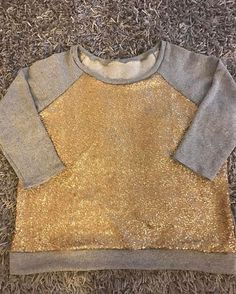 Stayed up wayyyyyy too late making my 2nd #lindensweatshirt. It took 3 hours, 1 hour of cutting and actual sewing, 1 hour of looking for my sergers power cord and foot pedal, and rethreading a million times, and 1 hour of fiddling with the darn neckband.lindensweatshirtheyamandaomalley
