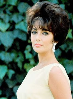 Between 1957 and 1959 Elizabeth Taylor received three best actress nominations, but lost. Elizabeth Taylor Cleopatra, Elizabeth Taylor Eyes, Elizabeth Taylor Jewelry, Hollywood Glamour, Vintage Hollywood, Classic Hollywood, Most Beautiful Women, Beautiful People, Divas