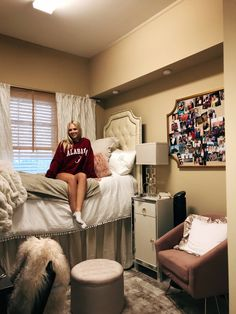 76 gorgeous cozy dorm room ideas youll want to copy 53 College Dorm Rooms Copy COZY Dorm gorgeous Ideas Room Youll Cozy Dorm Room, Dorm Room Walls, Cute Dorm Rooms, Room Wall Decor, Living Room Decor, Preppy Dorm Room, Bedroom Decor, Bedroom Ideas, Dorm Room Designs