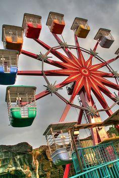 ferris wheel by Shenghung Lin, via Flickr