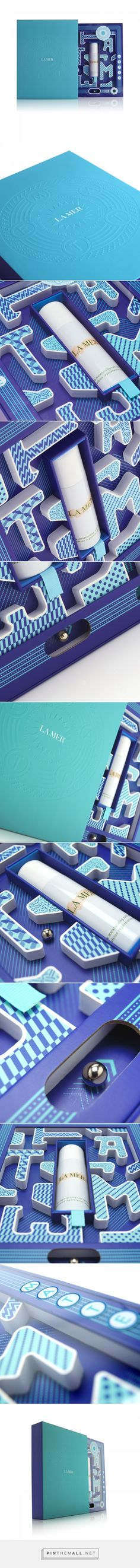 La Mer Moisturizing Matte Lotion Maze Box manufactured by MW Luxury Packaging - http://www.packagingoftheworld.com/2017/07/la-mer-moisturizing-matte-lotion-maze.html