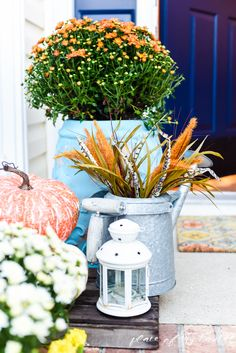 What a beautiful home decorated for fall! Fall home decor is one of my favorites! Come and tour with me!