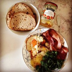 今日の #朝ご飯 。 #SunnySideKitchen の #カンパーニュ 、 #カリカリベーコン 、 #目玉焼き 、溶かした #カチョカヴァロ などのプレート、 #Mackays の #ピンクグレープフルーツジャム 。Mackaysのジャム美味しいので、数本ストックしてある。 #breakfast #Paindecampagne Hummus, Cooking, Ethnic Recipes, Food, Kitchen, Essen, Meals, Yemek, Brewing