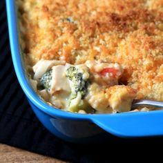 Cheesy Chicken Broccoli Noodle Casserole via @tnoland