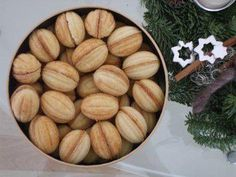 Russian oreschki or witch nuts - Backen - Dutch Recipes, Russian Recipes, Sweet Recipes, Healthy Eating Tips, Healthy Nutrition, Russian Pastries, Famous Drinks, Sour Cream Sauce, Appetizer Plates