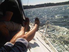 """Erlebe einen schönen Tag an Bord. Erlebe die Regatten auf der Travemünder Woche hautnah. Du kannst aktiv mitsegeln, nur """"reinschnuppern"""" oder Dir einfach nur die Brise um die Nase wehen…"""