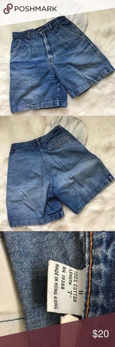"""Vintage High Waisted Denim Mom Jean Shorts Vintage High Waisted Denim Mom Jean Shorts. Marked as an 11 fits like a women's 10 (measurements below). The perfect pair of mom shorts! Shorts have deep pockets. 4th picture for styling purposes only. Thank you for looking at my listing. Please feel free to comment with any questions (no trades/modeling).  •Fabric: 100% Cotton  • Waist: 28""""  •Length: 18""""  •Condition: VGUC, no major flaws.   25% off all Bundles or 3+ items! Reasonable offers…"""