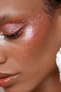 Eye glitter is making a comeback but in a modern subtle way. Think a natural eye with large pieces of glitter. Searches for eye glitter +156% YoY.