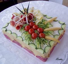 Risultati immagini per slané dorty Appetizer Buffet, Appetizer Recipes, Brunch Recipes, Party Platters, Food Platters, Entree Festive, Salad Cake, Sandwich Cake, Sandwich Recipes