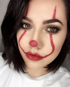 Are you looking for ideas for your Halloween make-up? Browse around this website for unique Halloween makeup looks. Girl Clown Makeup, Easy Clown Makeup, Unique Halloween Makeup, Halloween Makeup Clown, Scary Makeup, Clown Makeup Tutorial, Scary Clown Costume, Glam Makeup, Pretty Halloween
