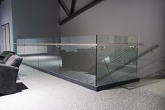 Steelpro – LK60 lasikaidejärjestelmä on pystytolpaton design lasikaide. Voidaan asentaa sekä sisä- että ulkotiloihin. #habitare2014 #design #sisustus #messut #helsinki #messukeskus