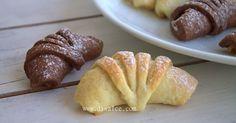 elmalı şerit kurabiye    elmalı kurabiyelere başka başka versiyonlar.....   her zaman yaptığınız kurabiyeye bi kaç çizik atarak şeklini da...