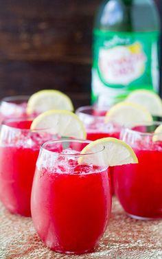 Make Raspberry Lemonade Fizz The Signature Drink At Your Next & machen sie himbeer limonade fizz das signature drink bei ihrem nächsten Make Raspberry Lemonade Fizz The Signature Drink At Your Next & Watermelon Sangria, Berry Sangria, Sangria Cocktail, Party Drinks, Fun Drinks, Alcoholic Drinks, Raspberry Punch Recipes Non Alcoholic, Mixed Drinks, Detox Drinks