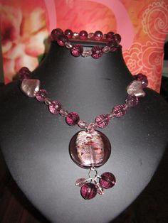 Conjunto de collar, aretes y pulseras.acrilico, cristales y dije de murano $10.00
