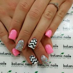Omg love love love!!! Chevron, sparkles, and neon pink nails♥♥ Gorgeous!
