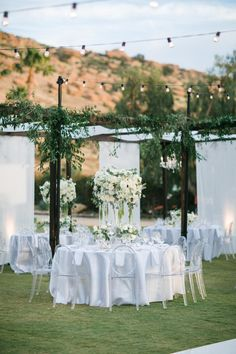 Outdoor canopy reception space filled with candlelight and flowers. Photo: @mibellephotographers Wedding Table Numbers, Wedding Reception Decorations, Wedding Centerpieces, Wedding Bouquets, Hummingbird Nest Ranch, Wedding Welcome Signs, Canopy Outdoor, Garden Wedding, Floral Wedding